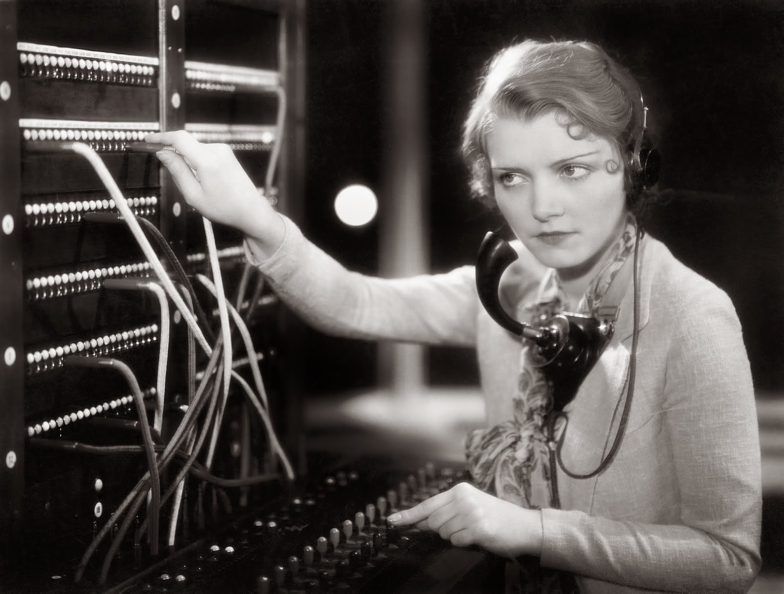 Women Telephone Operators at Work (12)